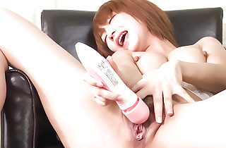 Sana Anzyu spreads her gams to toy her..